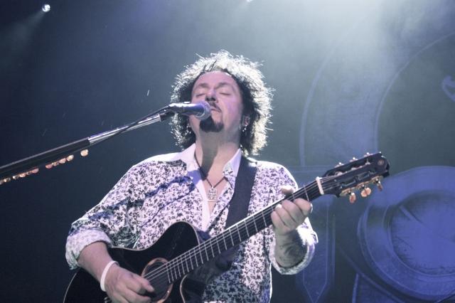 Luke guitar 4